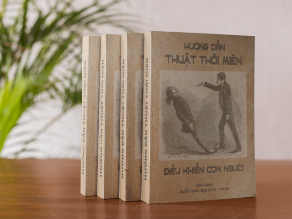 four books mockup standing on a wooden table a17418